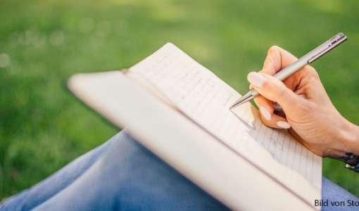 Kreatives Schreiben an einem malerischen Ort: Texte erfinden inmitten von Bildern und Worten