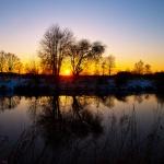 Unterwegs mit der Kamera zum Fotografieren lernen beim Sonnenuntergang